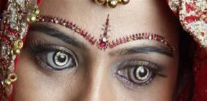 diamondcontactlenses vi Wow! Contact Lens Bertatahkan Berlian dan Berlapis Emas